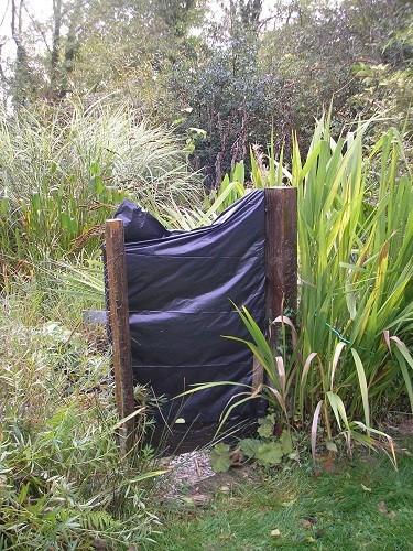 Pond gate