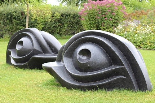 I think these look like duck heads, but they are in fact seats or benches. On the other side there is a ledge where you can sit and enjoy the view of the garden.
